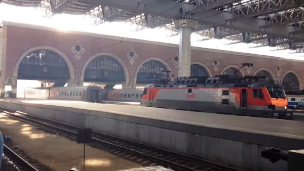 Отправление и прибытие поездов